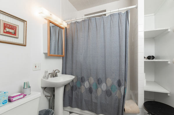 Bathroom of the 2nd floor Wrigley Flats Vacation Rental in Chica