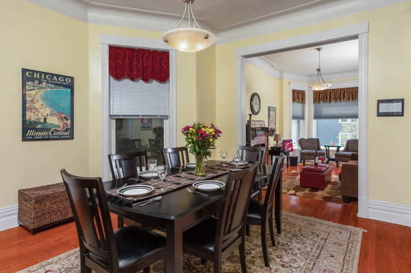 Dining Room of the 2nd floor Wrigley Flats Vacation Rental in Chica