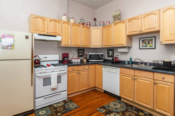 Kitchen of the 2nd floor Wrigley Flats Vacation Rental in Chica